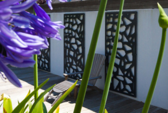 Solution pour se protéger du vis-à-vis : Les panneaux décoratifs
